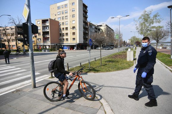 Policija na Dunavskom keju u Novom Sadu upozorava građane