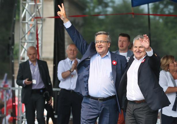 Komorowski odniósł się też do sobotniej wypowiedzi prezesa PiS Jarosława Kaczyńskiego, który - jak ocenił Komorowski - stworzył wrażenie, że różnie można rozumieć zapis konstytucji, iż Polska jest demokratycznym państwem prawnym