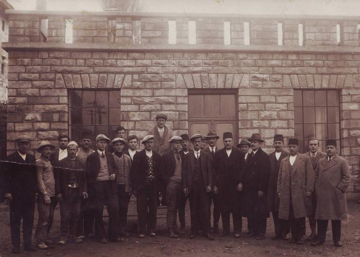 NOVIPAZAR03 Sveccano pusstanje u rad centrale 8.  novembra 1931. godine foto privatna arhiva