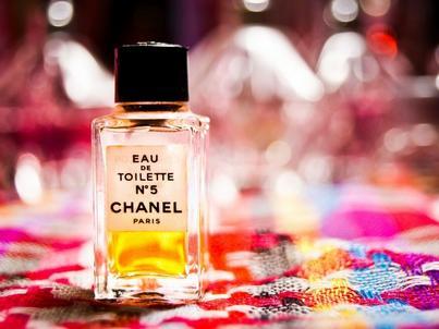 Perfumy N°5 uchodzą za najdroższe wśród powszechnie dostęonych marek zapachów