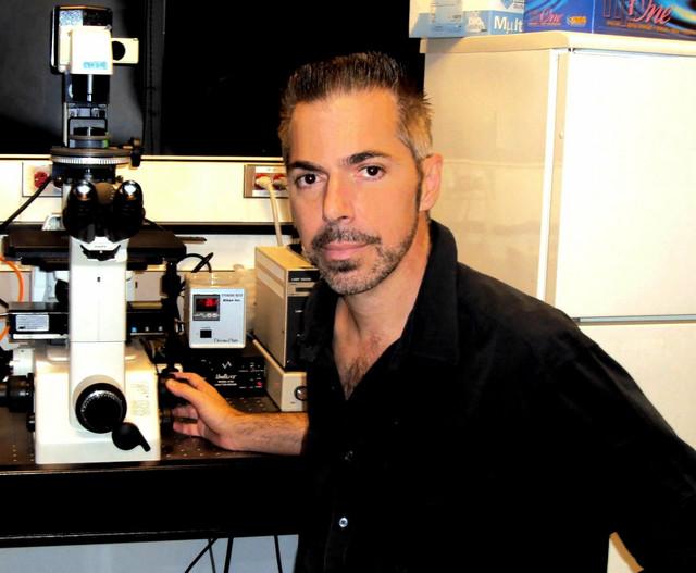 Robert Lanza u svojoj laboratoriji