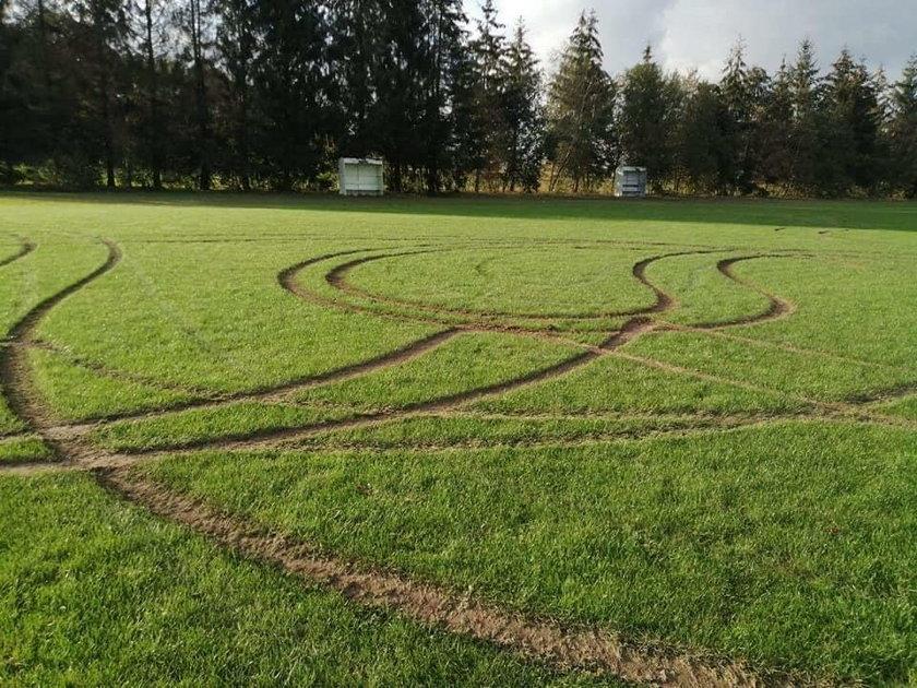 Wandal zniszczył boisko