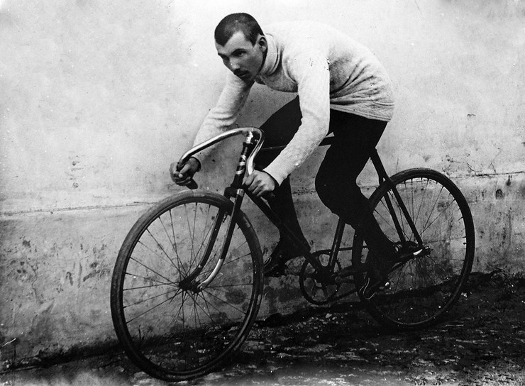 Ivan Saric on a bicycle foto wikipedia