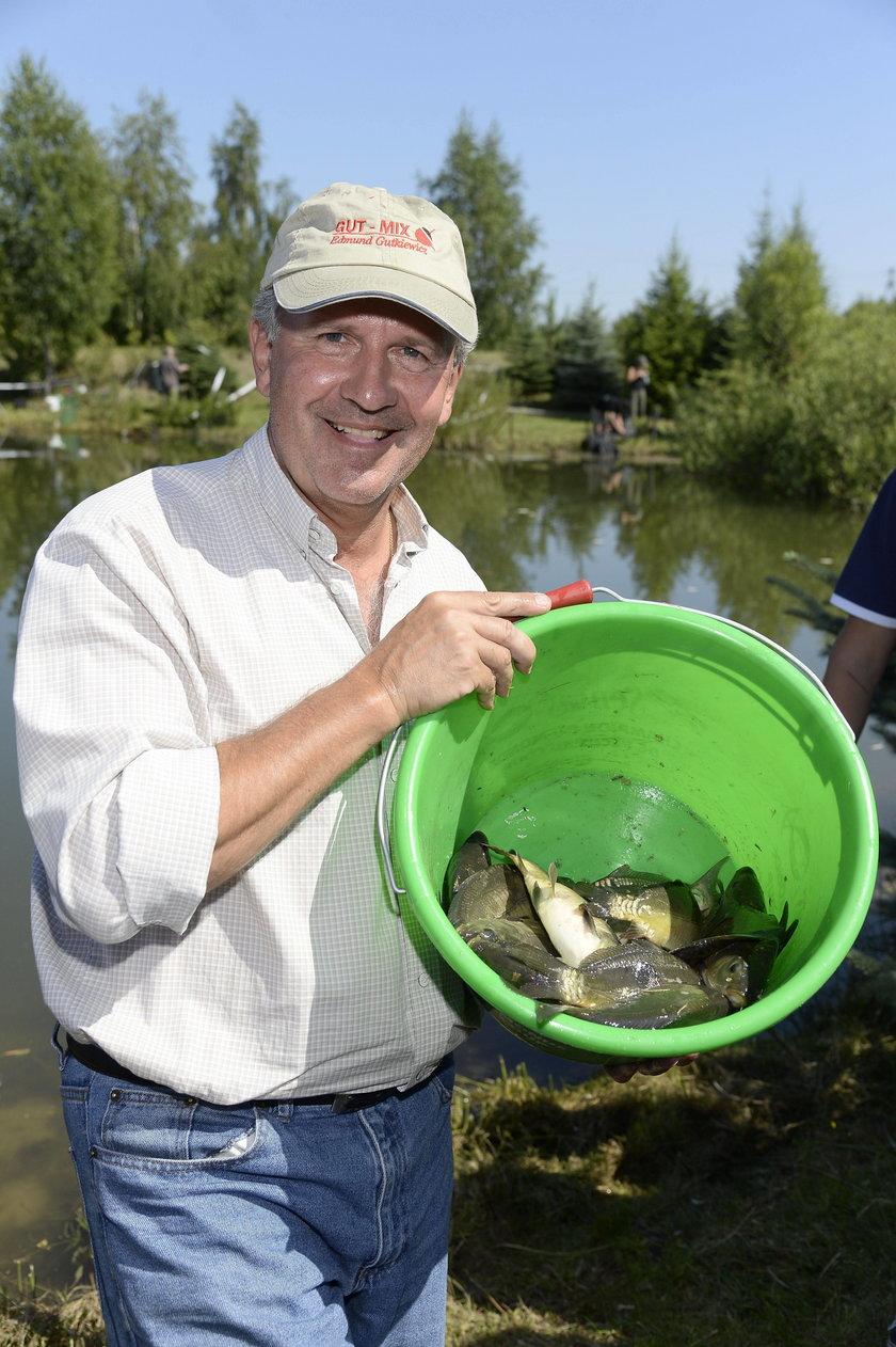 Tomasz Stockinger na zawodach aktorów w łowieniu ryb
