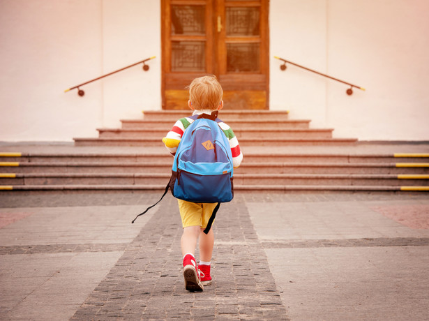 """W tym roku jeszcze od lipca, ale w 2021 r. już od lutego, rodzice będą mogli wnioskować o przyznanie świadczenia z programu """"Dobry start""""."""