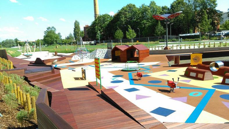 Osoby projektujące plac zabaw postawiły na kreatywność - cała przestrzeń ma być więc podatna na różnorodną dziecięcą interpretację.