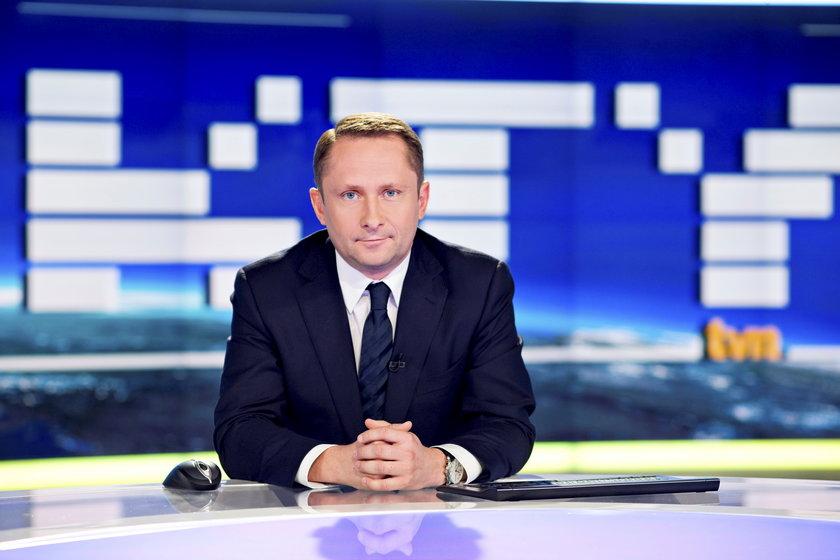 Kamil Durczok w studio Faktów