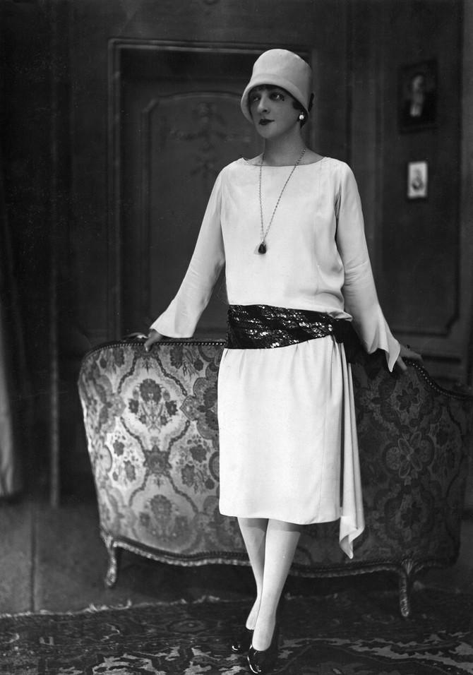 Žena u haljini čuvene kreatorke Žan Lanven