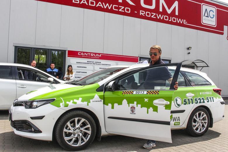 """Niemal wszystkie z 20 taksówek korporacji Soowa jeżdżą nagazie – w tym wypadku to instalacja oparta na sterowniku Zenit Blue Box. Hybrydy """"gazuje"""" też m.in. warszawska Sawa Taxi."""