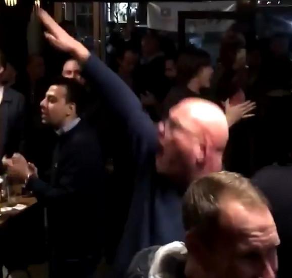 Engleski navijač salutirao na nacistički način dok vređa Srbiju
