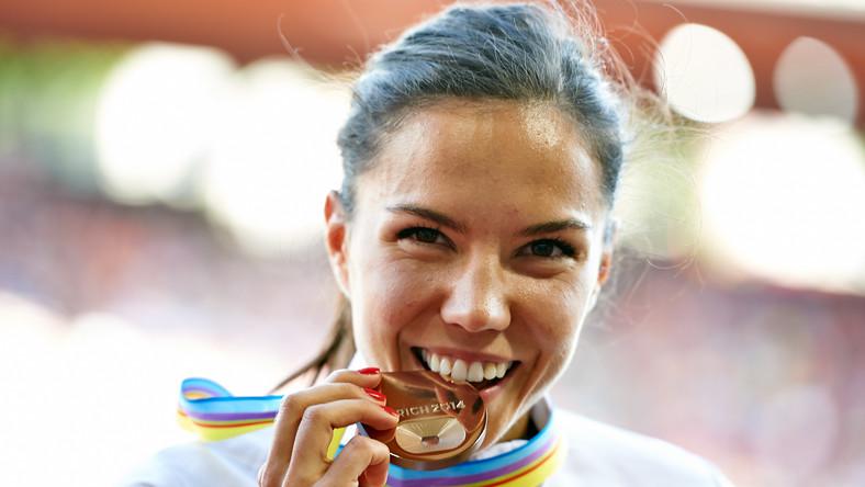 Joanna Jóźwik zdobyła brązowy medal w biegu na 800 metrów podczas rozgrywanych w Zurychu mistrzostw Europy w lekkiej atletyce. Polka miała czas 1.59,63 i pobiła swój rekord życiowy. Mistrzynią Europy została Białorusinka Maryna Arzamasowa (1.58,15), a srebrny medal zdobyła Brytyjka Lynsey Sharp (1.58,80).