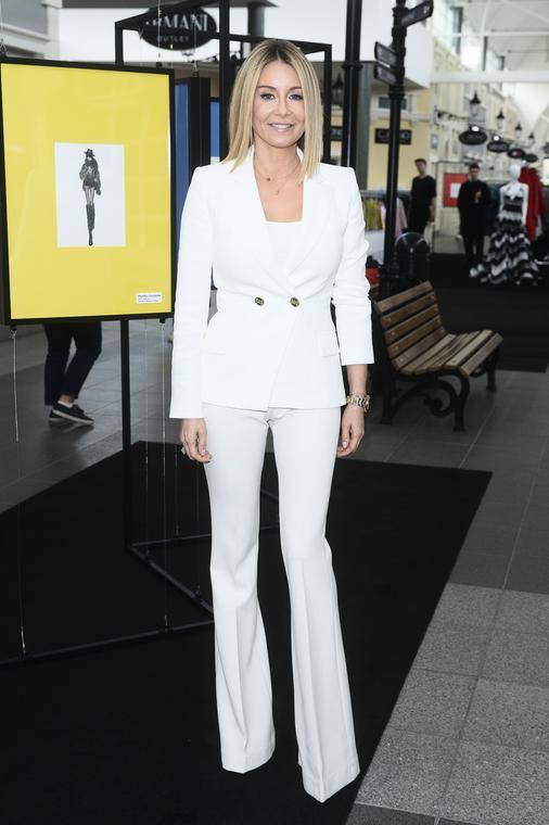 Białe spodnie, buty, bluzki, spódnice, sukienki - gdzie ...