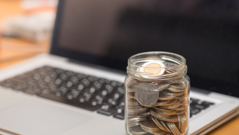 internet pieniądze fot. shutterstock