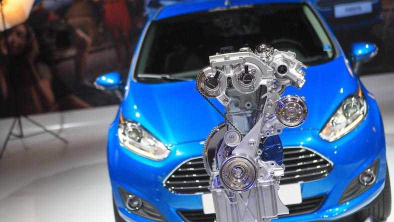 """Opracowany przez inżynierów Forda silnik benzynowy 1,0 l EcoBoost ponownie zdobył tytuł """"Międzynarodowy silnik roku"""" za rok 2013. Nagroda za najlepsze mechaniczne serce świata już po raz drugi z rzędu trafia do konstruktorów tej jednostki napędowej. Jak wypadły konkurencyjne silniki? Które jednostki są najlepsze w poszczególnych kategoriach pojemnościowych?"""