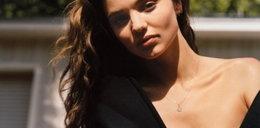 Goła Miranda Kerr narzuciła płaszcz
