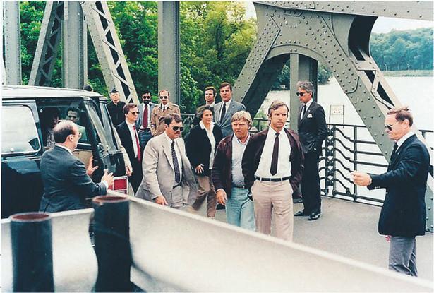 11.06.1985 r., most Glienicke w Berlinie – wymiana najsłynniejszego szpiega PRL-u Mariana Zacharskiego Wydawnictwo Zysk i S-ka