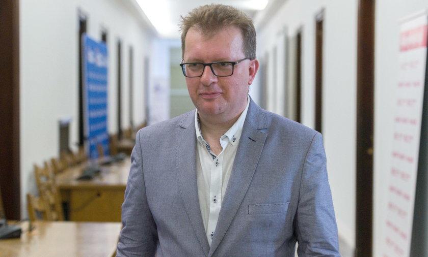 Poseł PiS Piotr Babinetz potrącił dwoje dzieci, prokurator umorzyłsprawę
