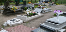 Wandale rozwalili 54 groby!