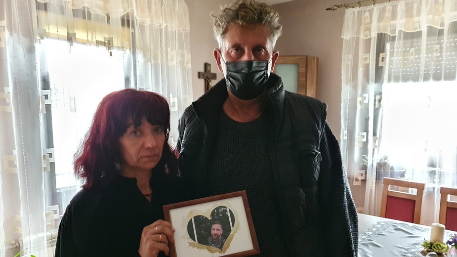 Rodzice Tomasza Osińskiego są przekonani, że został uduszony w trakcie interwencji czterech policjantów z Krotoszyna