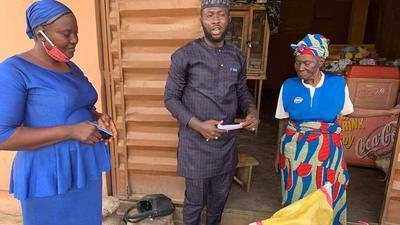 Sports Minister Sunday Dare donates food items to mother of late Super Eagles great Rashidi Yekini