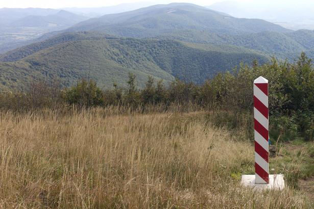 Oficjalnie kolejek nie ma – na rządowej stronie z czasami oczekiwania na przejściach Granica.gov.pl możemy przeczytać, że odprawa odbywa się na bieżąco