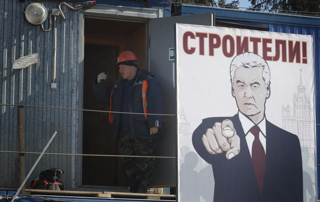 Sergej Sobjanin se može videti nacrtan na posterima širom Moskve