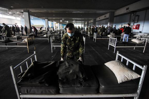 Spremanje hale u Novom Sadu za prijem lakše obolelilh pacijenata
