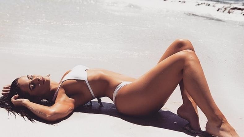 Nowy kostium nazwano od atolu Bikini, gdzie w trakcie Operacji Crossroad testowano amerykańską broń jądrowa. Slogany reklamujące kostiumy bikini nawiązywały do wrażenia, jakie budziła śmiałość nowego kostiumu w odkrywaniu kobiecego ciała.