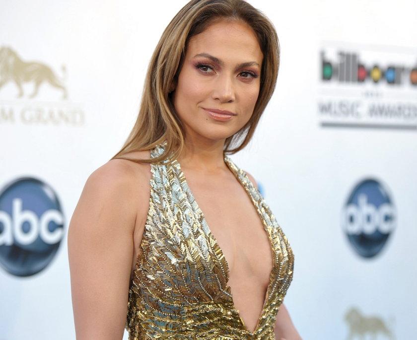 Jennifer Lopez z głębokim dekoltem