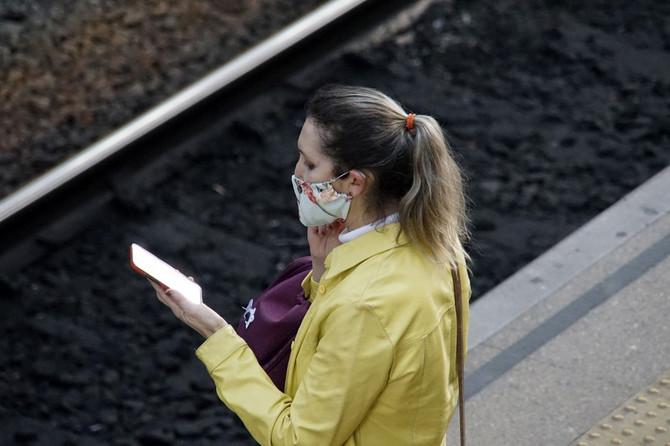 Dok nosite masku, važno je da ona dobro pokrije usta i nos