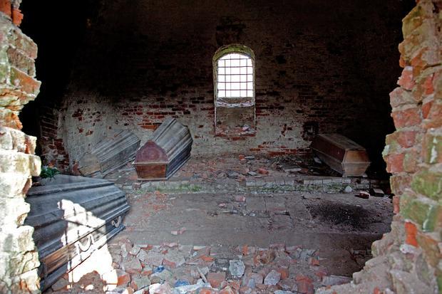 Wnętrze piramidy w Rapie