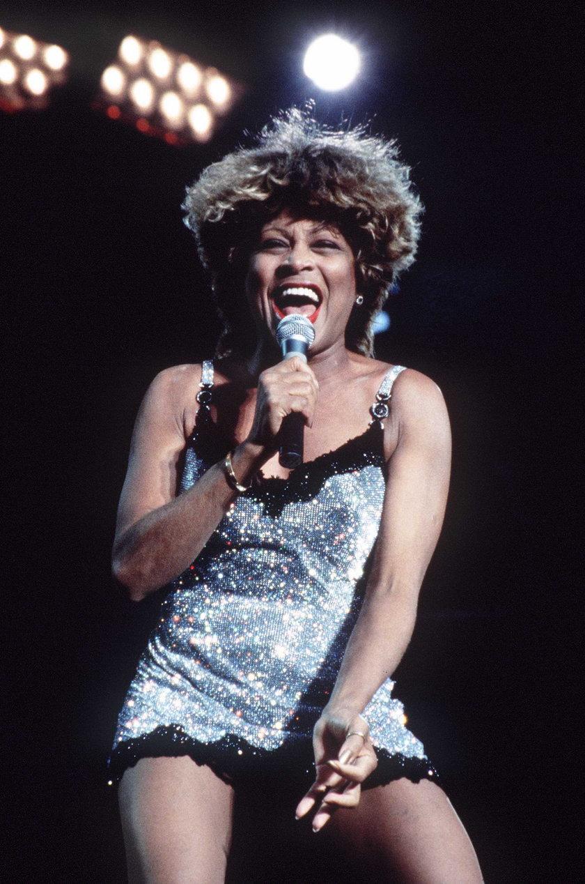 Tina Turner w srebrnej mini w Londynie 1996
