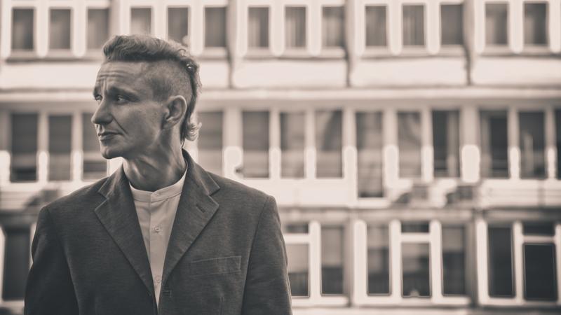 Janusz Radek na planie klipu (fot. Piotr Tarasewicz/Universal Music Polska)