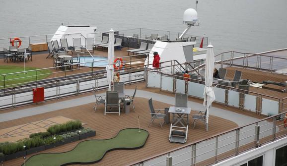 Dva najveća i najlukksuznija broda uplovila u luku Beograd
