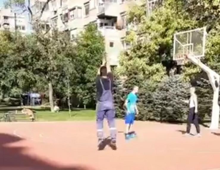 Majstor košarke u kombinezonu