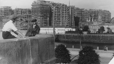 Dom na bagnie. Symbol rewolucyjnego sukcesu i świadek najgorszych stalinowskich czystek