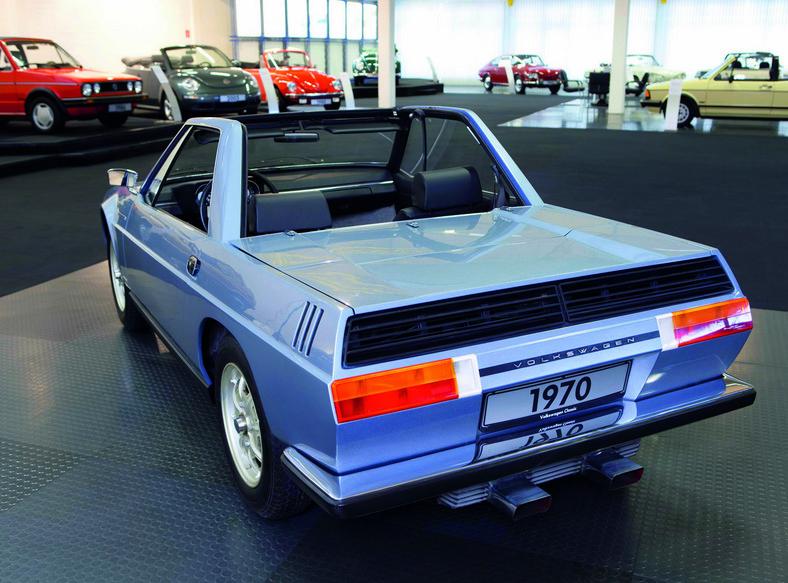 Zaprezentowany w 1971 roku, z zamontowanym silnikiem o przeciwległych cylindrach z tyłu pojazdu, Cheetah nie trafił ostatecznie do produkcji seryjnej