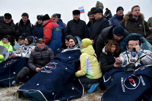 Skot Keli i Mihail Kornjenko neposredno nakon spuštanja