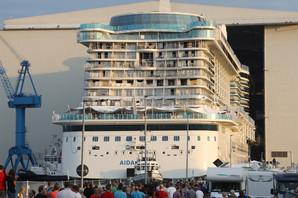 PANIKA NA KRUZERU Na desetine turista se razbolelo, hitne službe uletele na brod