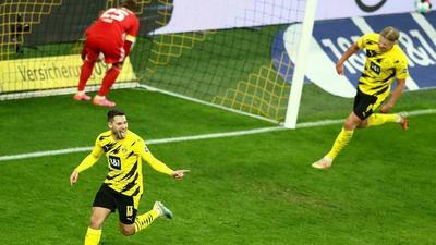 Guerreiro keeps Dortmund in Champions League hunt