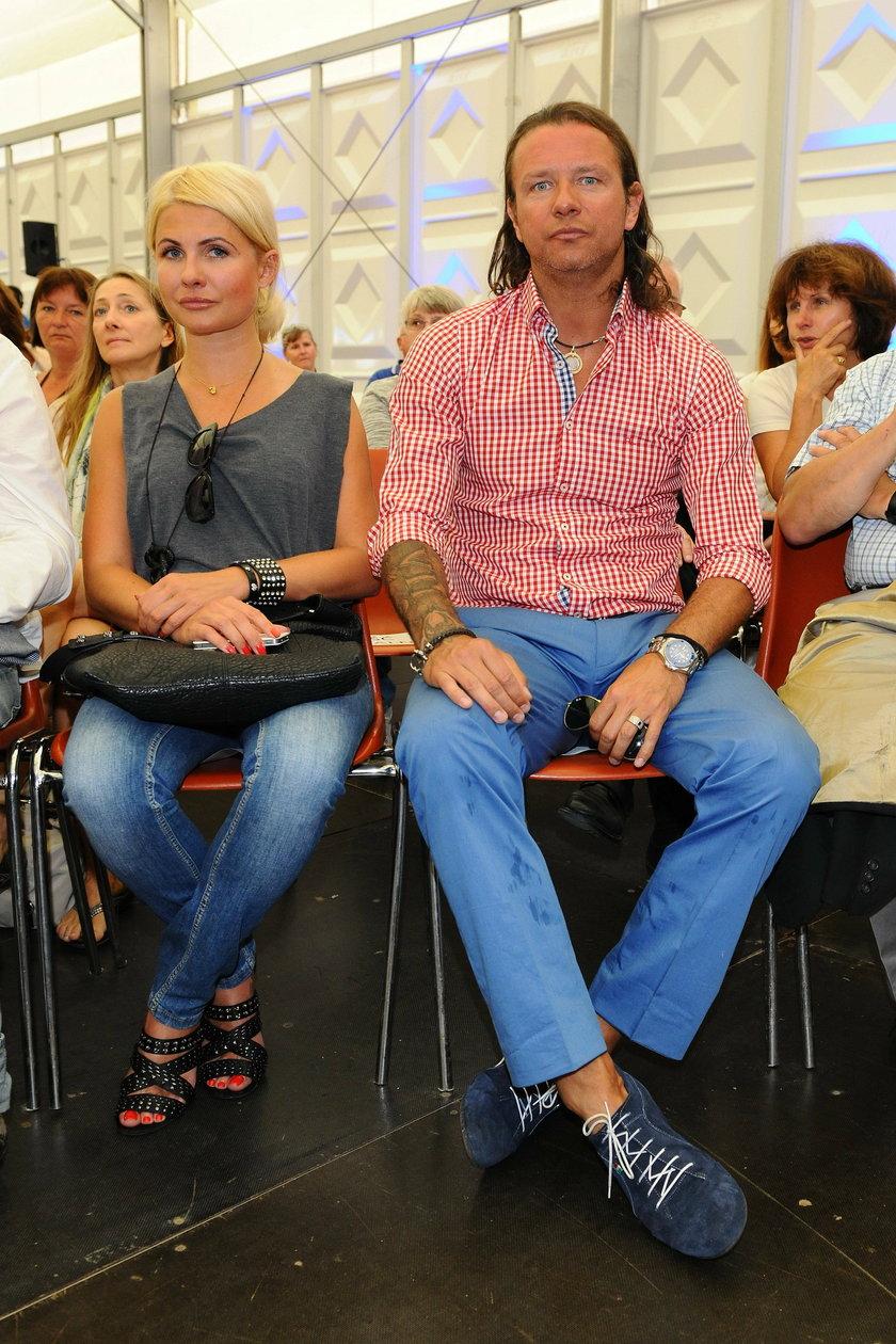 Radosław Majdan z blondynką