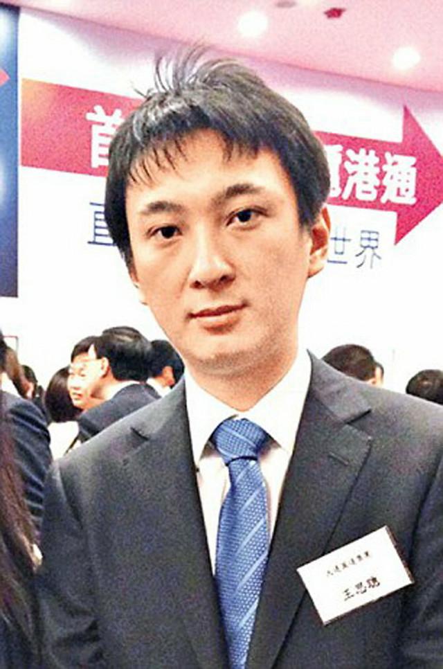 Vang Sikong studije je završio u inostranstvu, nakon čega se vratio u Kinu
