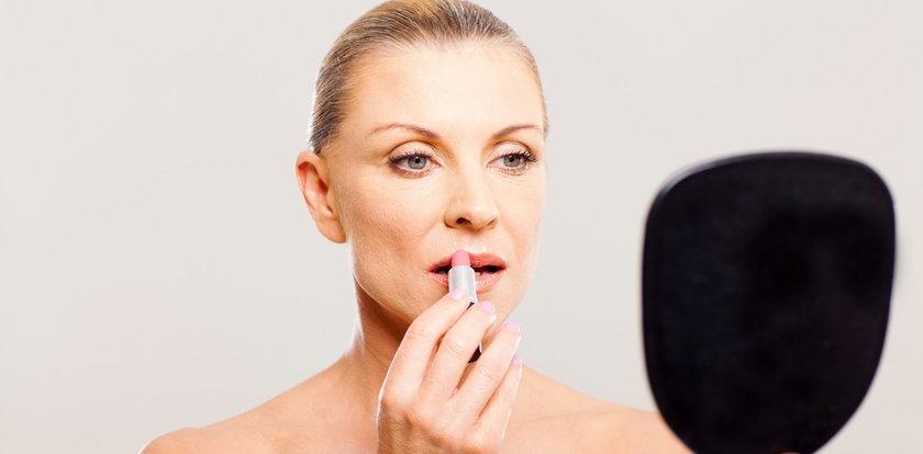 Jak malować usta, by wyglądały młodo? Poznaj triki makijażystek