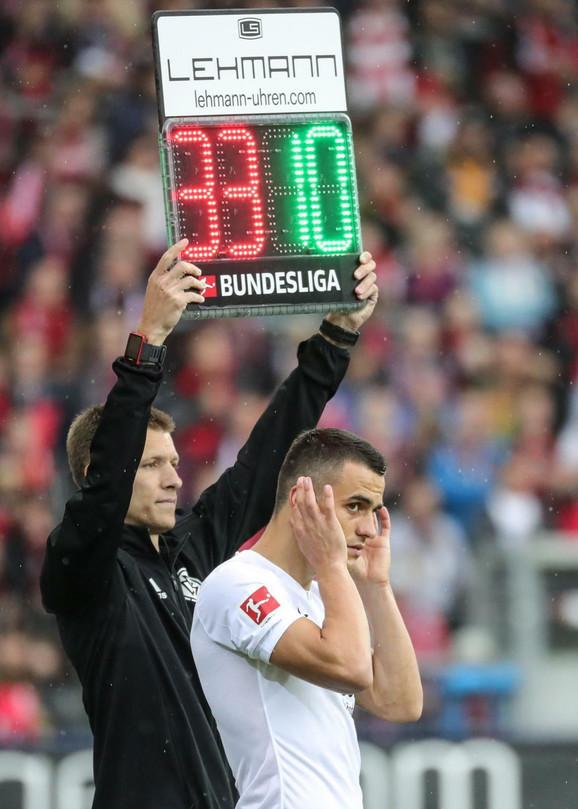 Filip Kostić ulazi u igru i debituje za Ajntraht