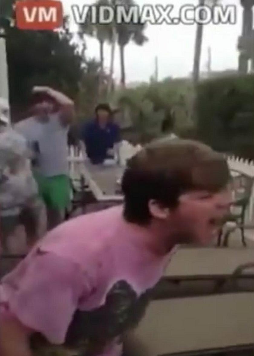 Odgryzł żywemu chomikowi głowę. Dla żartu!