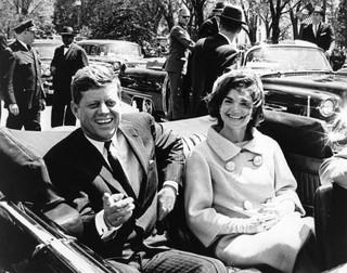 Zamach na Kennedy'ego. Brytyjska gazeta miała sygnał, że 'coś się wydarzy'