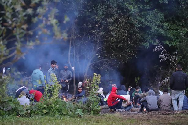 Migranci na granicy polsko - bialoruskiej w Usnarzu Górnym