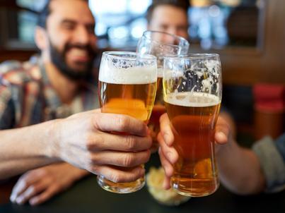 Rząd chce zakazać reklam piwa od 6.00 do 23.00