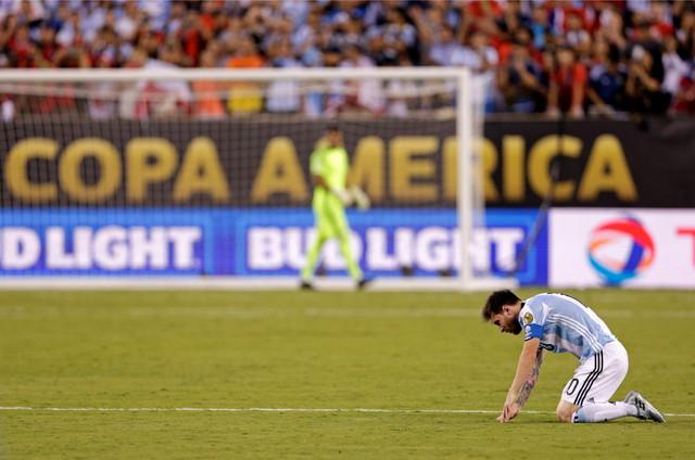 Lionel Mesi u neverici posle poraza u finalu Kopa Amerika