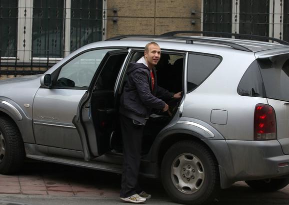 """Milan Kalinić se i ranije, kada su ga zaustavljali saobraćajni policajci zbog brojnih prekršaja, ponašao nadmeno, saznaje """"Blic"""""""